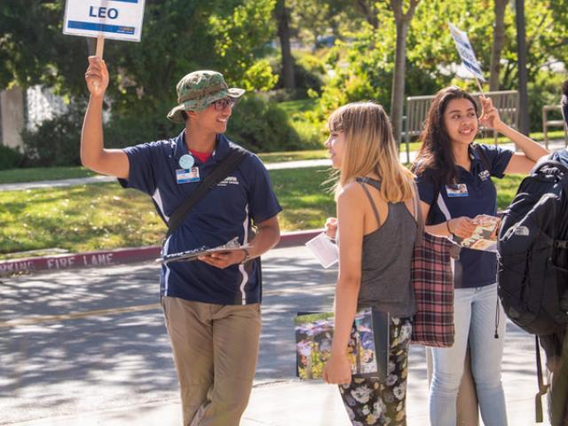 An Orientation Leader leads a new student tour of UC Davis